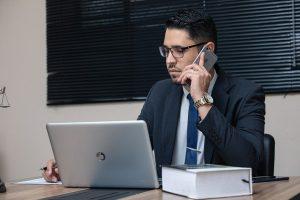 מדריך קצר לבחירת שירות ייעוץ עסקי לעצמאיים